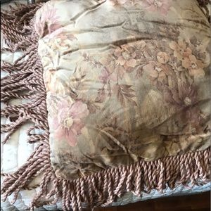 CROWN CRAFTS Luxury Velvet 2 Pillow Shams& Pilliw